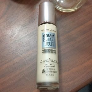 5 for $20 ♥️ Maybelline dream radiant foundation